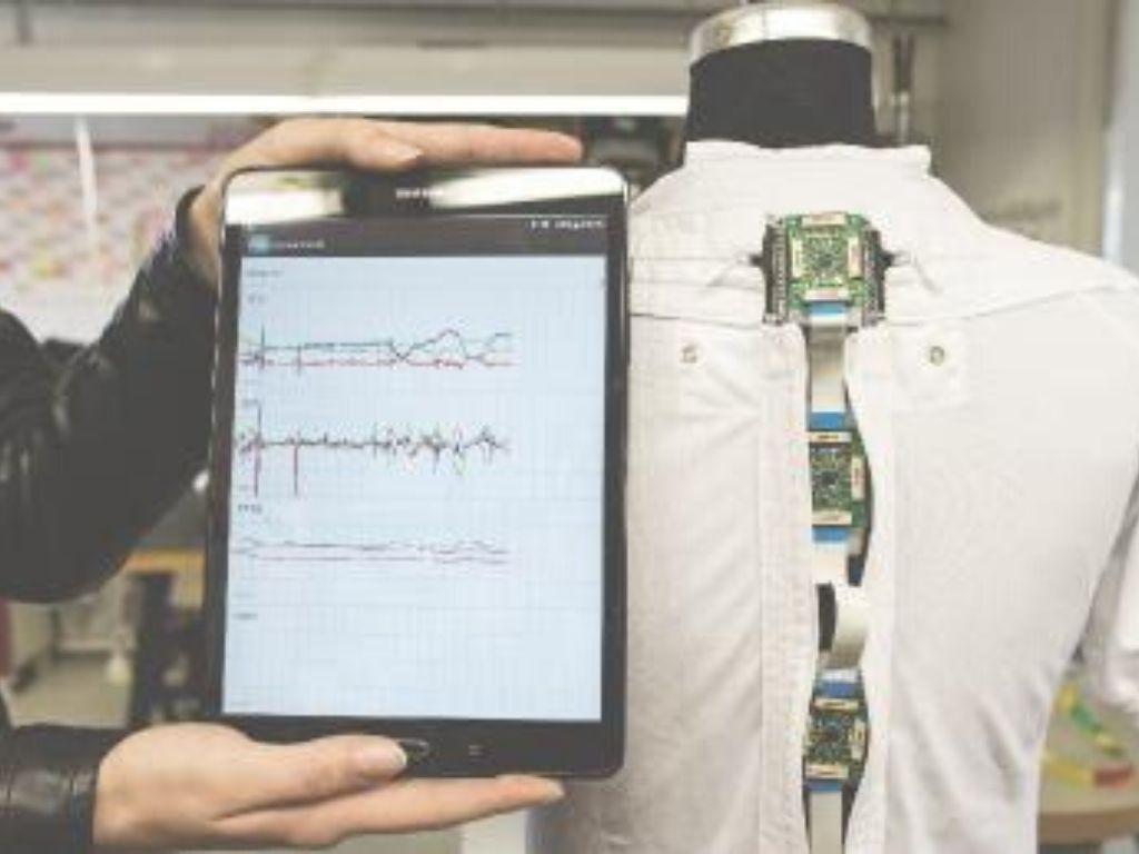 Dynasens Pflegeshirt mit Sensorik - Automatisierung in der Pflege durch Wearable Technology